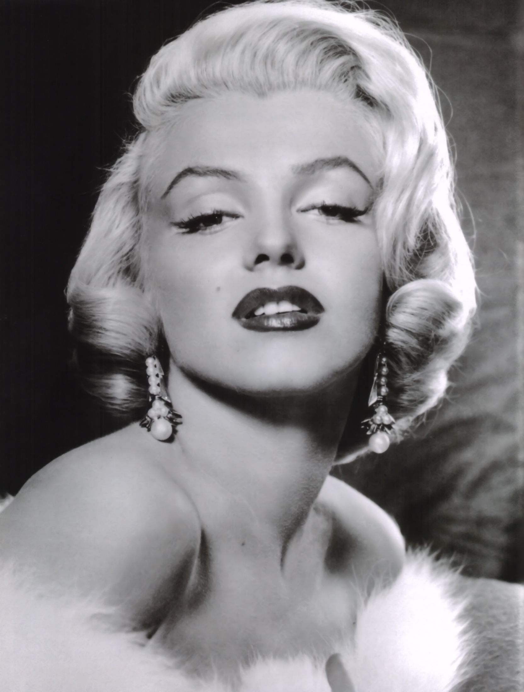 Old Hollywood Glamour OLD HOLLYWOOD GLAMOUR!!! Jan27. Marilyn Monroe is the quintessential figure  when it comes to pin-up models. Celebs like Christina Aguilera and Scarlett  ...