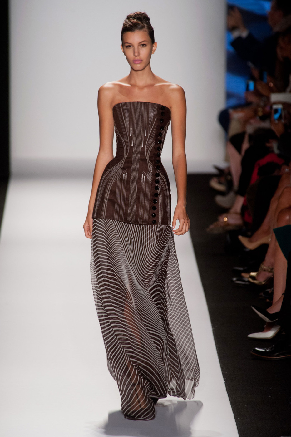 Curved lines in fashion 43